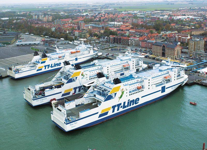 Blick auf drei TT-Line-Fähren im Hafen von Trelleborg